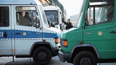 Polizeikräfte sichern mit Blick auf den bevorstehenden Feiertag Strassen im Berliner Regierungsviertel. (Bild: Sean Gallup/Getty (1. Oktober 2018)