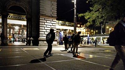 Wie sicher ist Luzern am Abend? Ziemlich sicher, finden Vertreter der Polizei, der Stadt und der Opferberatung. Symbolbild vom Europaplatz beim Bahnhof Luzern.(Bild: Nadia Schärli)