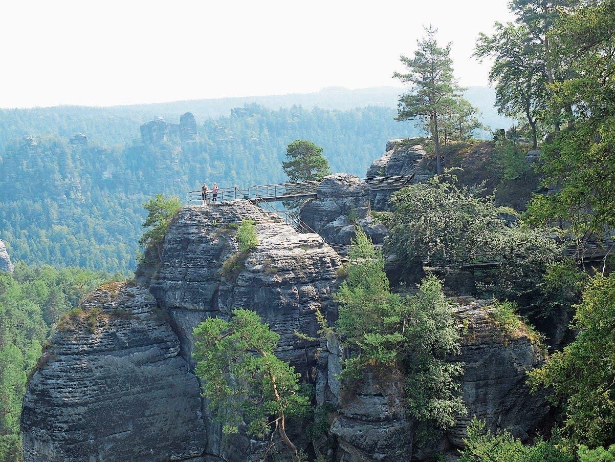 Charakteristische Sandsteinformationen der «Bastei» in der Sächsischen Schweiz bei Pirna.