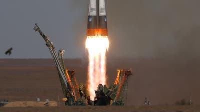 Die Sojus-Rakete beim Start im kasachischen Weltraumbahnhof Baikonur. (Bild: EPA/YURI KOCHETKOV)
