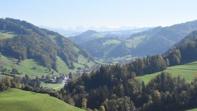 Das Neckertal von Oberhelfenschwil aus in Richtung Brunnadern. Kommt die Fusion zu Stande, würde das neue Gemeindegebilde eine Fläche von beinahe 82 Quadratkilometern umfassen und wäre damit flächenmässig die fünftgrösste Gemeinde im Kanton St.Gallen. (Bild: Urs M. Hemm)