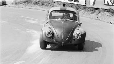 Peter Sauber 1968 am Steuer eines getunten VW-Hegglin auf der Rennstrecke in Fällanden. (Bild: Keystone/str)