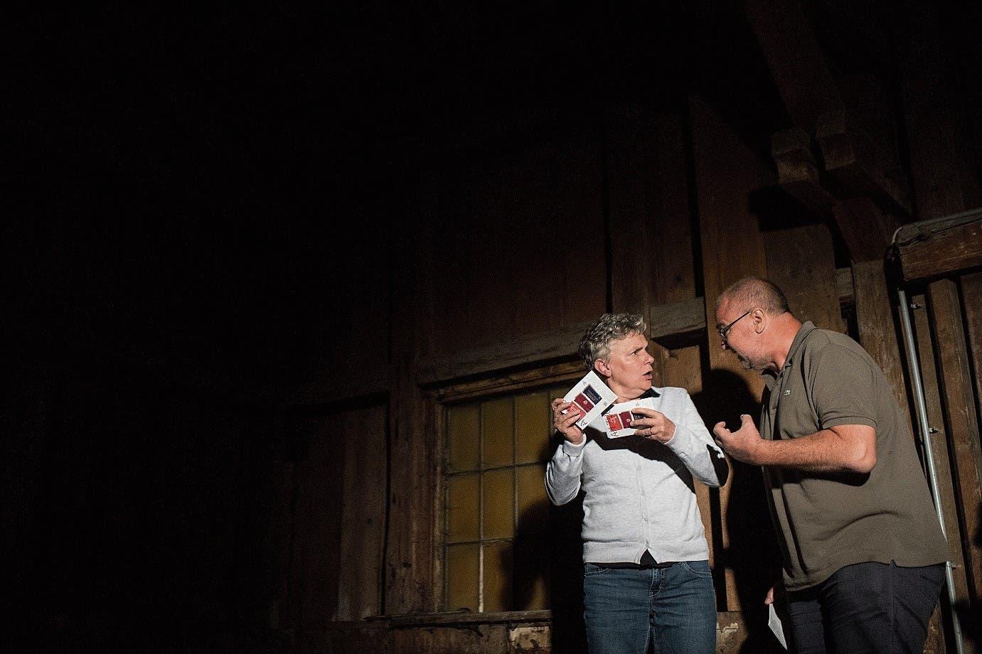 Die Schauspieler Helga Pedross aus Bludenz und Thomas Hassler aus Balzers in Aktion.