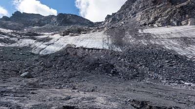 Der Pizolgletscher hat in diesem Jahr knapp zwei Meter seiner mittleren Eisdecke verloren. (Bild: Thomas Hary, 10. September 2018)