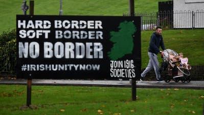 Protest gegen eine harte EU-Aussengrenze in Nordirland. (Bild: Charles McQuillan/Getty, Londonderry, 9. Oktober 2018)