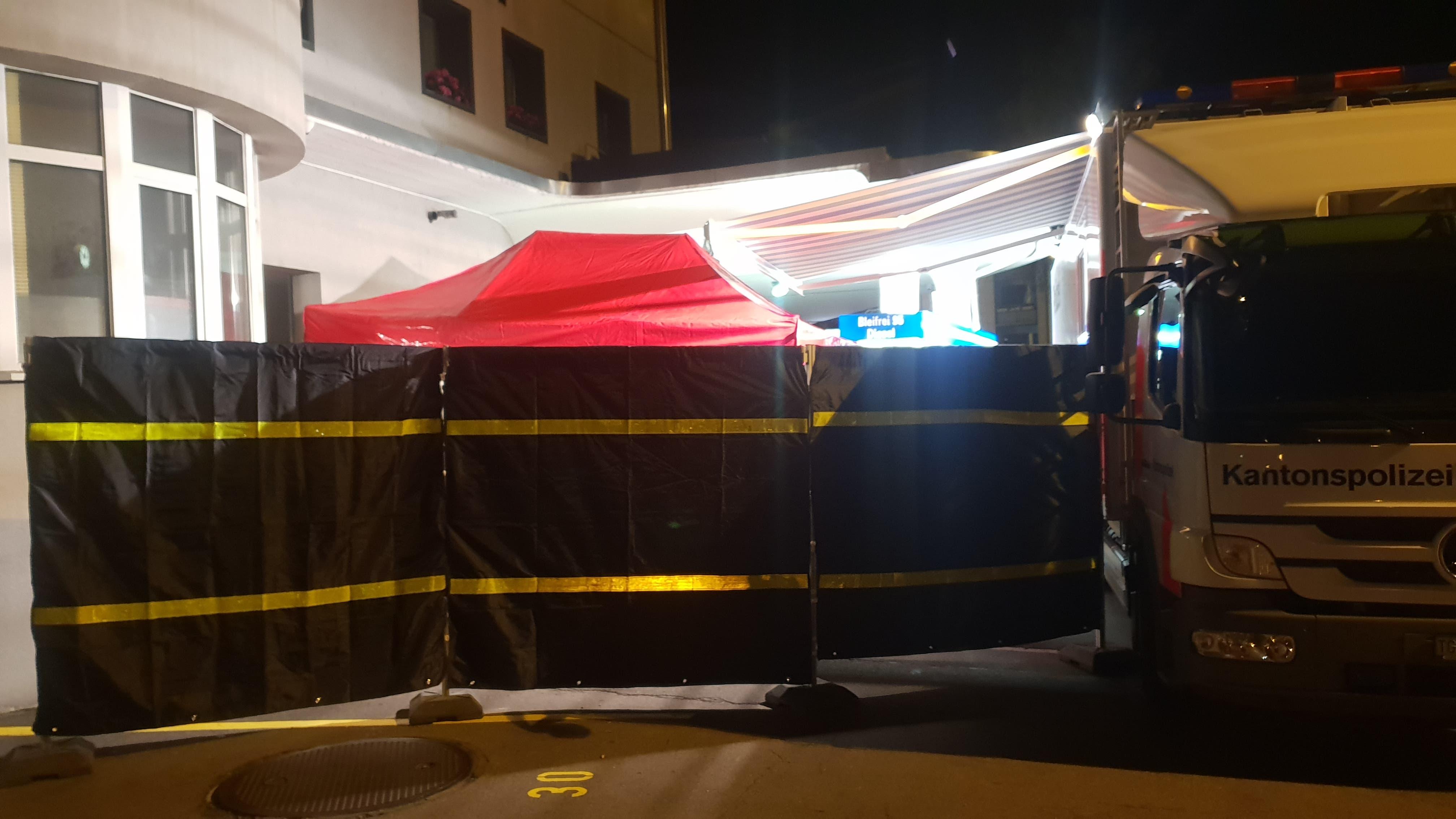 In einer Frauenfelder Wohnung wurde am Dienstagabend eine tote Frau gefunden. (Bild: BRK News)