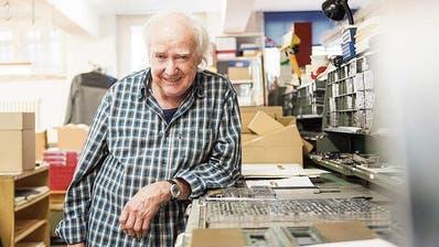 Setzer und Drucker, Autor und Verleger: Beat Brechbühl in seiner Werkstatt im Eisenwerk Frauenfeld. (Bild: Thi My Lien Nguyen/Tagblatt)