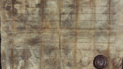 Fotografie der originalen Lothar-Urkunde von 840. Sie ist in lateinischer Schrift verfasst und wird nun erstmals in Luzern ausgestellt. (Bild: Chorherrenstift Luzern)