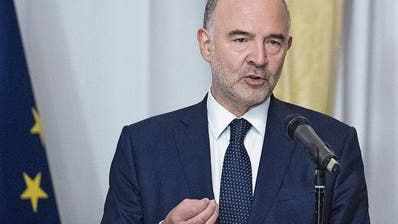 EU-Wirtschaftskommissar Pierre Moscovici informiert in Rom die Medien über den Disput. (Bild: Maurizio Brambatti/EPA; 18. Oktober 2018)