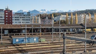 Auf dem Areal Rösslimattneben dem Luzerner Güterbahnhof ruhte eine der Haupt-Hoffnungen des Stadtrats für die wirtschaftliche Entwicklung. Doch wann der geplante Bürokomplex realisiert wird, ist völlig offen. Bild: Nadia Schärli (26. Oktober 2017)