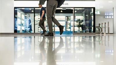 Das Einkaufszentrum Shopville im Hauptbahnhof Zürich. Bild: Christian Beutler/Keystone (Zürich, 14. Juli 2014)