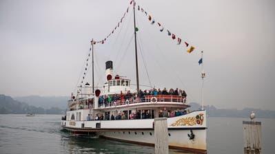 Das Dampfschiff «Stadt Luzern» auf seiner letzten Fahrt, bevor es für drei Jahre in der Werft verschwindet.   Bild: Corinne Glanzmann (Luzern, 21. Oktober 2018)