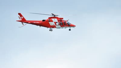 Ein Helikopter der Rega stand im Einsatz. (Symbolbild: Donato Caspari)