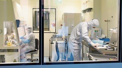 Auch in Deutschland wird an der Zelltherapie geforscht. Blick in die Räumlichkeiten des Fraunhofer Instituts in Leipzig. (Bild: Waltraud Grubitzsch/Keystone (Leipzig, 20. November 2017)