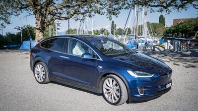 Ein strombetriebener Tesla fährt in Horn vor. (Bild: Ralph Ribi)