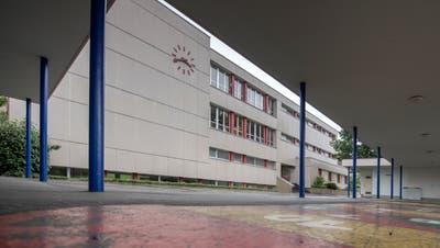 Das Schulhaus Höfli musste wegen des Giftstoffes Naphtalingeschlossen werden. (Bild: Pius Amrein (Ebikon, 6. Juli 2018))