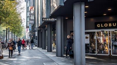 In einem noch zu definierenden Rayon sollen in Luzern längere Öffnungszeiten gelten. Ob auch die Pilatusstrasse mit der Globus-Filiale dazugehört?(Bild: Nadia Schärli (23. Oktober 2018, Luzern))