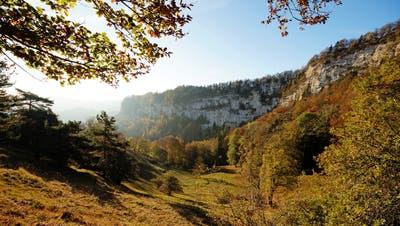 Nicht mit einem Hitzetag aber dennoch prächtig präsentiert sich der Oktober auch im Rest der Schweiz; hier auf der Lauchflue, Belchen. (Leserbild: Marianne Schmid, 22. Oktober 2018))