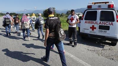 Tausende Migranten setzen Fussmarsch in Richtung USA fort