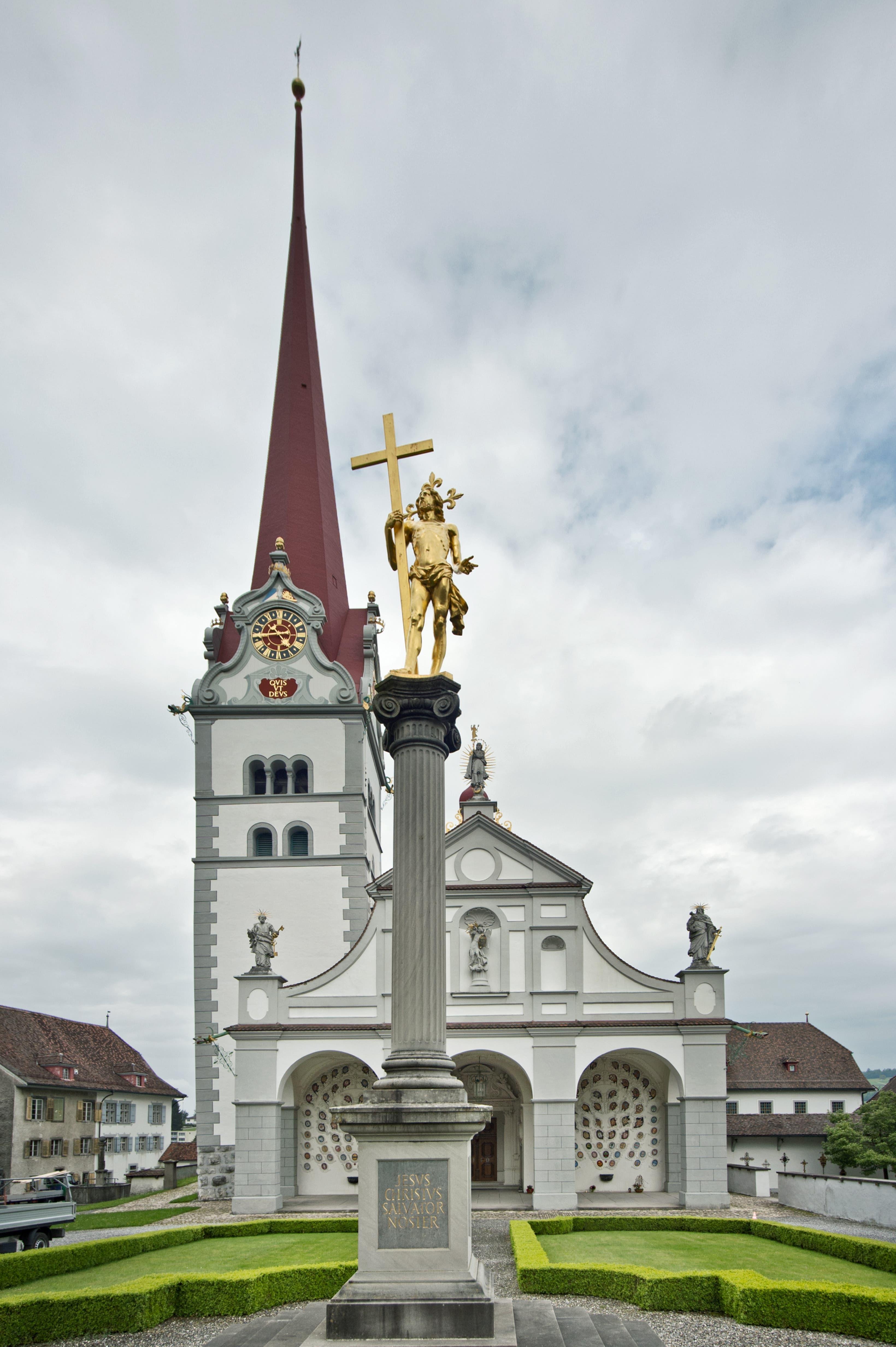 Das Chorherrenstift St. Michael Beromünster verfügt über einen eindrücklichen Kirchenschatz. Im Bild die Stiftskirche. (Bild: Pius Amrein, 26. Mai 2015)