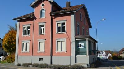 Wenn die Bürgerversammlung dem Kredit zustimmt, lässt die Galerie zur alten Bank die Henauerstrasse bald hinter sich. (Bild: Gianni Amstutz)