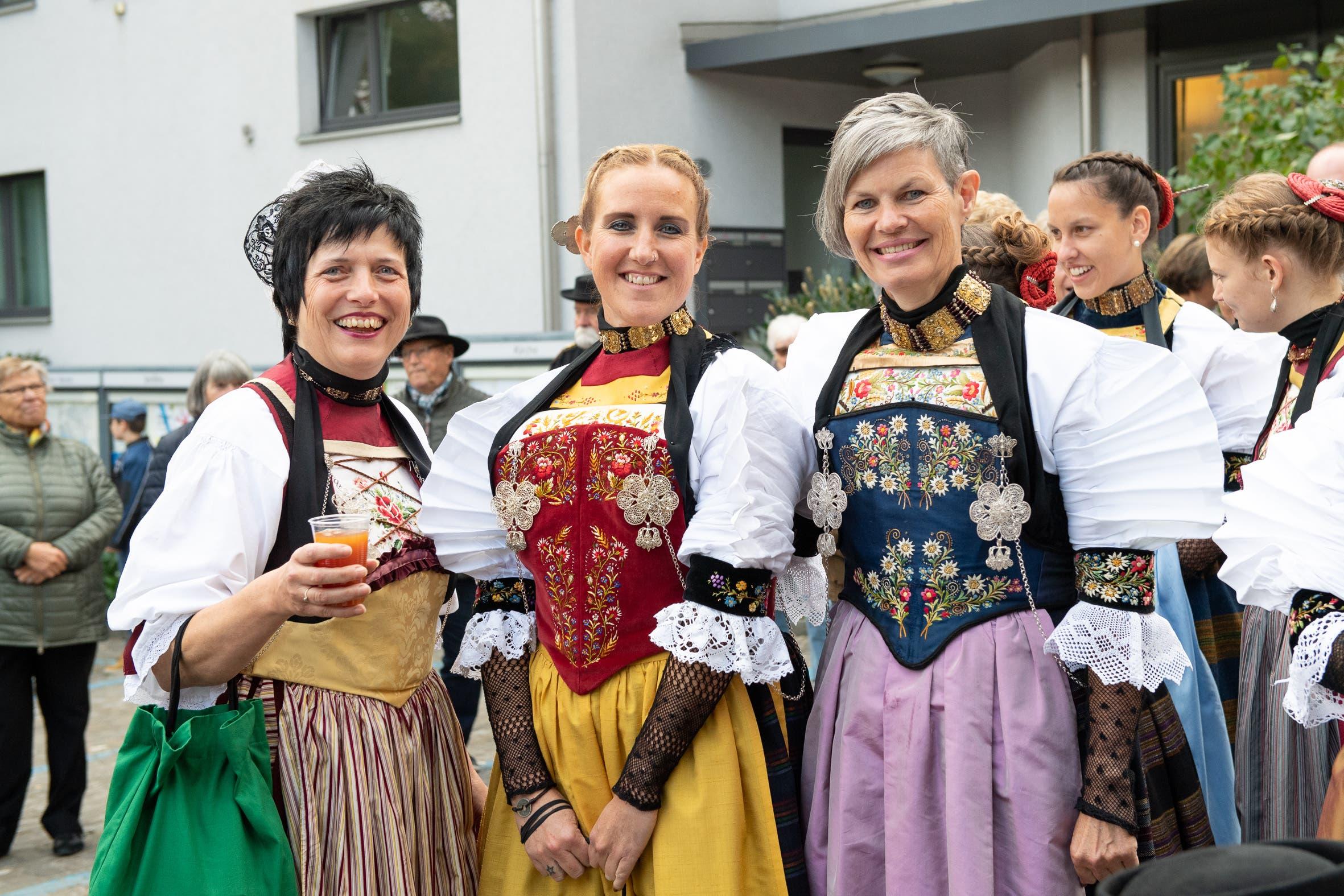 Die Frauen haben sich für den grossen Tag herausgeputzt. (Bild: Melinda Blättler (Hergiswil, 21. Oktober 2018))