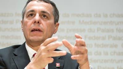 Aussenminister Ignazio Cassis will die Kritiker des Uno-Vetragswerks beschwichtigen. (KEYSTONE/ Peter Schneider)