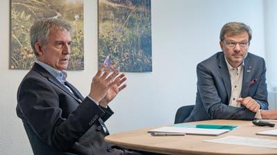 Bankratspräsident Heini Sommer (links) und Christoph Bugnon, der Vorsitzende der Geschäftsleitung der Urner Kantonalbank, sind von der Notwendigkeit und Richtigkeit der Strategie 2021 überzeugt. (Bild: Corinne Glanzmann (Altdorf, 18. Oktober 2018))