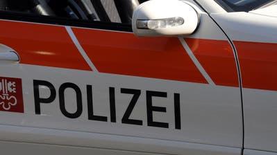 Die Nidwaldner Polizei stand am Samstag mehrmals am gleichen Unfallort im Einsatz.(Symbolbild:Adrian Venetz)
