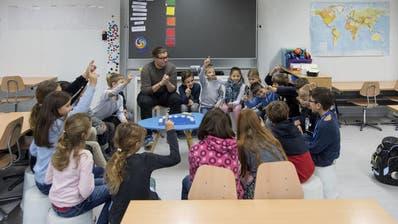 Höfli-Schüler in Ebikon nehmen Container-Provisorium in Beschlag