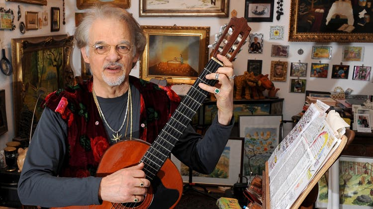 Der Musiker und Säenger Ingo Insterburg in seinem Wohnzimmer. (Archivbild: Jens Kalaene/Keystone/DPA (24.2.2010))