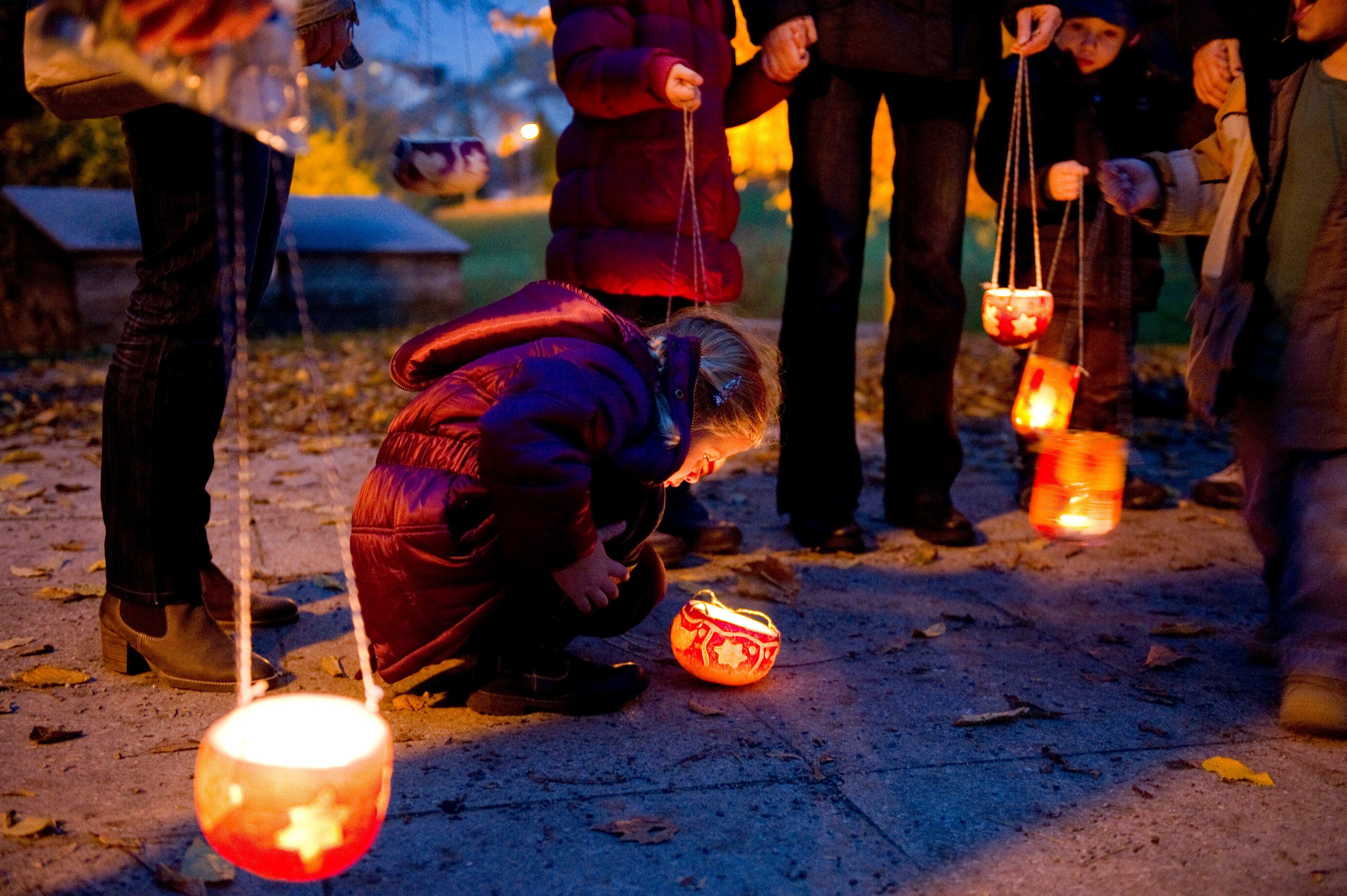 Auch Räbeliechtli-Umzüge erlebten in der Schweiz im Zuge der Ausbreitung von Halloween einen neuen Aufschwung. (Bild: Urs Bucher)