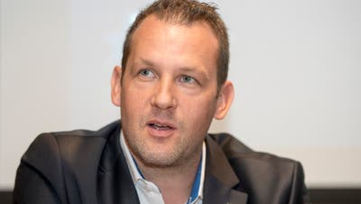 Der Zuger Sportchef Reto Kläy will demnächst einen Ersatz für Viktor Stalberg präsentieren können. (Bild: Keystone /Urs Flueeler (Zug, 10. September 2018))