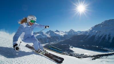 Die Wintersaison steht vor der Tür: Skifahrerin auf der Corviglia bei St.Moritz. (Bild: ChristofSonderegger, 6. März 2015)