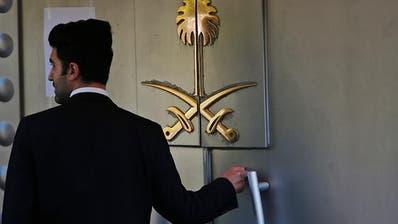 Hinter dieser Türe verschwand der Journalist Jamal Kashoggi: Pforte des saudi-arabischen Konsulats in Istanbul. (Bild: KEYSTONE/AP/LEFTERIS PITARAKIS)