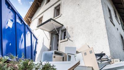 Die Häuser an der Thurfeldstrasse werden bereits abgebrochen. Dies obwohl eine Initiative die Siedlung schützen will. Das Abstimmungsdatum ist nun fix. (Bild: Andrea Stalder)