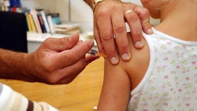 Viele Medizinstudierenden wählen eine andere Fachrichtung als die Pädiatrie, da sie dort mehr verdienen. (Bild: Nana do Carmo)