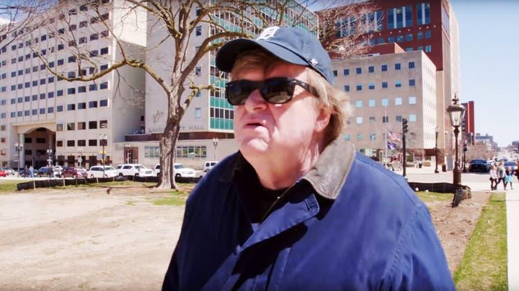 Auch mit seinem neuen Film legt sich Filmemacher Michael Moore mit dem Establishment an. (Bild: Everett Collection/Keystone)