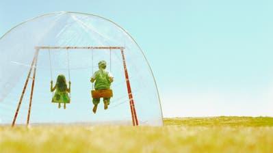 Wie schön ist es, in den Himmel zu schaukeln - wäre da bloss nicht dieses komische Zelt über einem. (Bild: Getty)