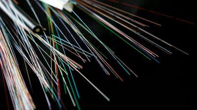 Die Swisscom macht das Internet in ländlichen Gemeinden schneller - doch die Sache hat einen Haken. (Bild: Keystone)