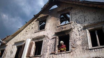 In der Nacht auf Sonntag brannte das Restaurant Sonne in Oberriet komplett ab. Zwei Männer fielen den Flammen zum Opfer. (Bild: Kapo SG)