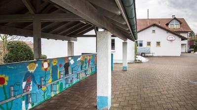 Seit Beginn des Schuljahres 18/19 findet im Schulhaus in Dettighofen kein Schulunterricht mehr statt. (Bild: Donato Caspari)