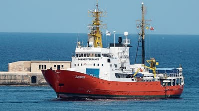 "Hat laut den Betreibern schon über 30000 Flüchtlinge gerettet: Das Flüchtlingsschiff ""Aquarius"". (Bild: Domenic Aquilina/EPA"