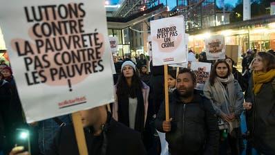 Rund 250 Menschen demonstrieren gegen Bettelverbot im Kanton Waadt