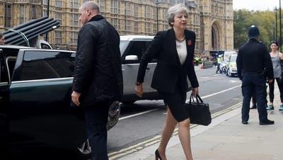 Theresa May unterwegs in London.(Bidl: EPA/FACUNDO ARRIZABALAGA)