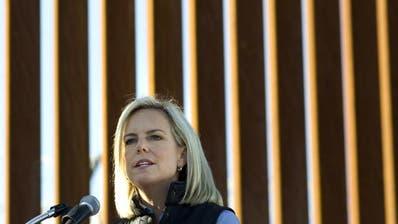 Die Sicherheitsministerin Kirstjen Nielsen muss wohl ihren Posten räumen. (Bild: EPA/David Maung (Calexico, 12. Oktober 2018))