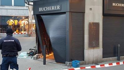 Das Juweliergeschäft Bucherer wurde in der Nacht auf Montag ausgeraubt. (Bild:Christof Krapf)