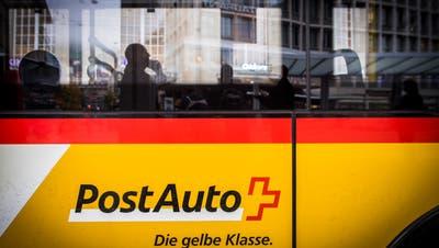 Die St.Galler Gemeinden beteiligen sich von Gesetzes wegen an den Kosten für den öffentlichen Verkehr: Nun erhalten sie 2,8 Millionen von Postauto zurück. (Bild: Urs Bucher, St.Gallen, 15. November 2018)