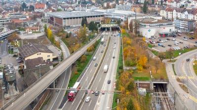 Für die Überdeckung der Autobahn A1 braucht es Ingenieruskunst und tonnenweise Stahlbeton. (Bild: Urs Bucher)