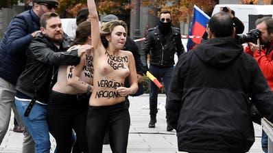 Femen-Aktivistinnen stören Madrider Gedenkmarsch zu Franco-Todestag